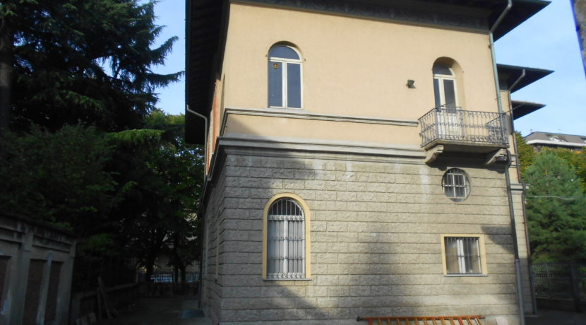 Villa esterno Ufficio in affitto a Busto Arsizio