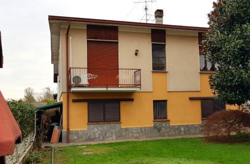 Villa con giardino vendita a Oggiona con S. Stefano