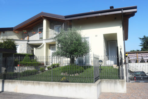 Villa bifamiliare in vendita a Magnago