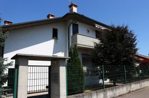 Appartamento con box in vendita Arconate