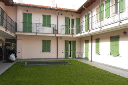 Appartamento arredato a Castano Primo.