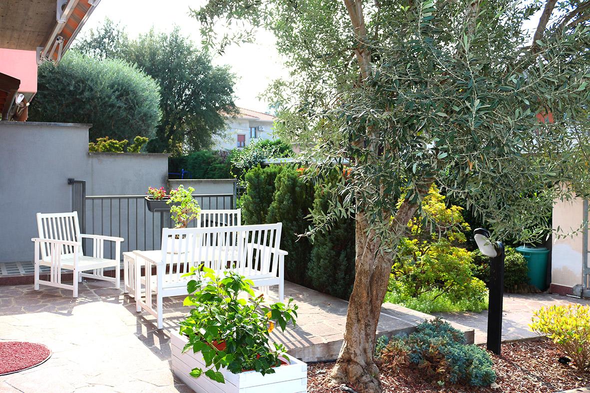 Villa a schiera con taverna e giardino, Dairago