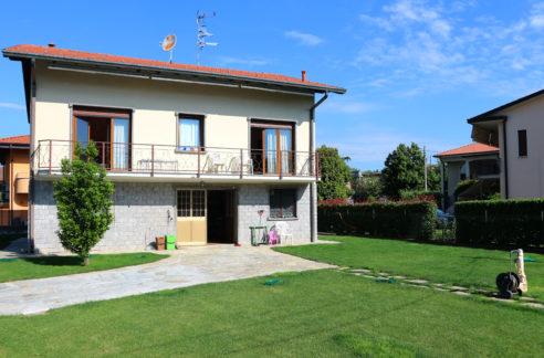 Villa indipendente in vendita ad Oggiona