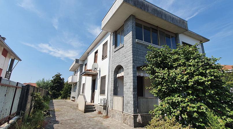 Villa con piscina in vendita a Lonate Pozzolo