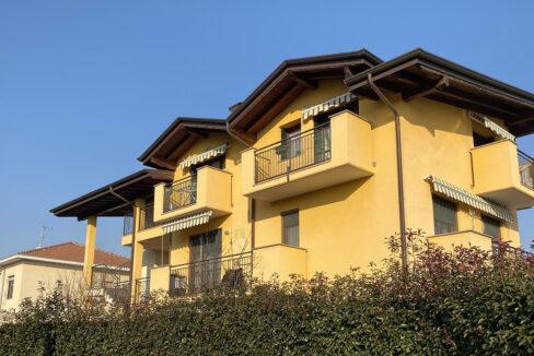 Appartamento trilocale con travi a vista, Solbiate Olona.