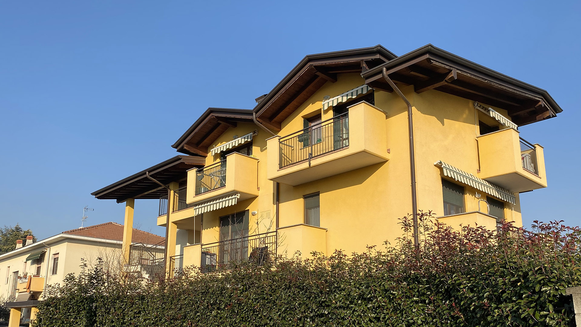 Appartamento trilocale con travi a vista, Solbiate Olona