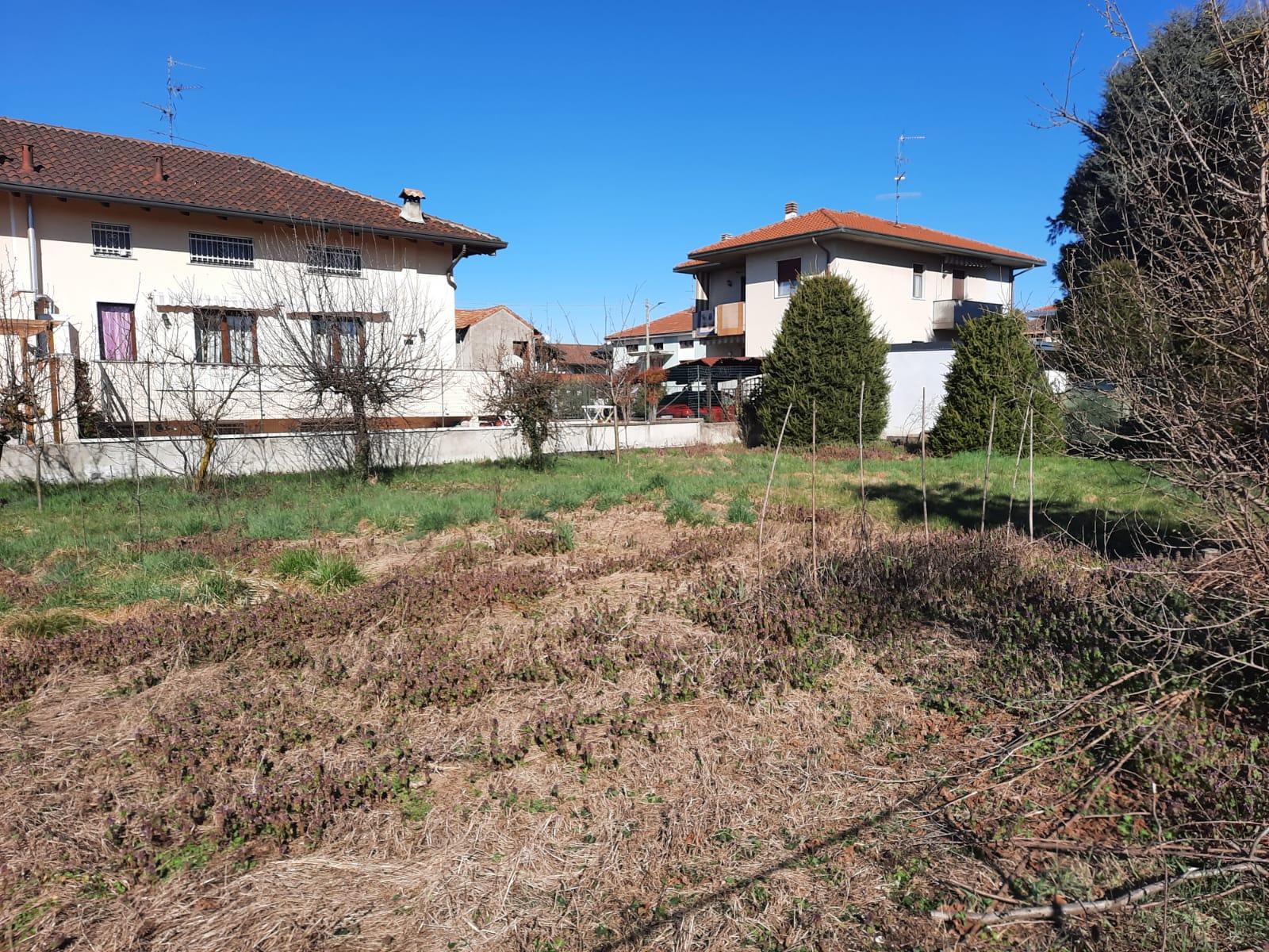Interessante terreno edificabile a Vanzaghello