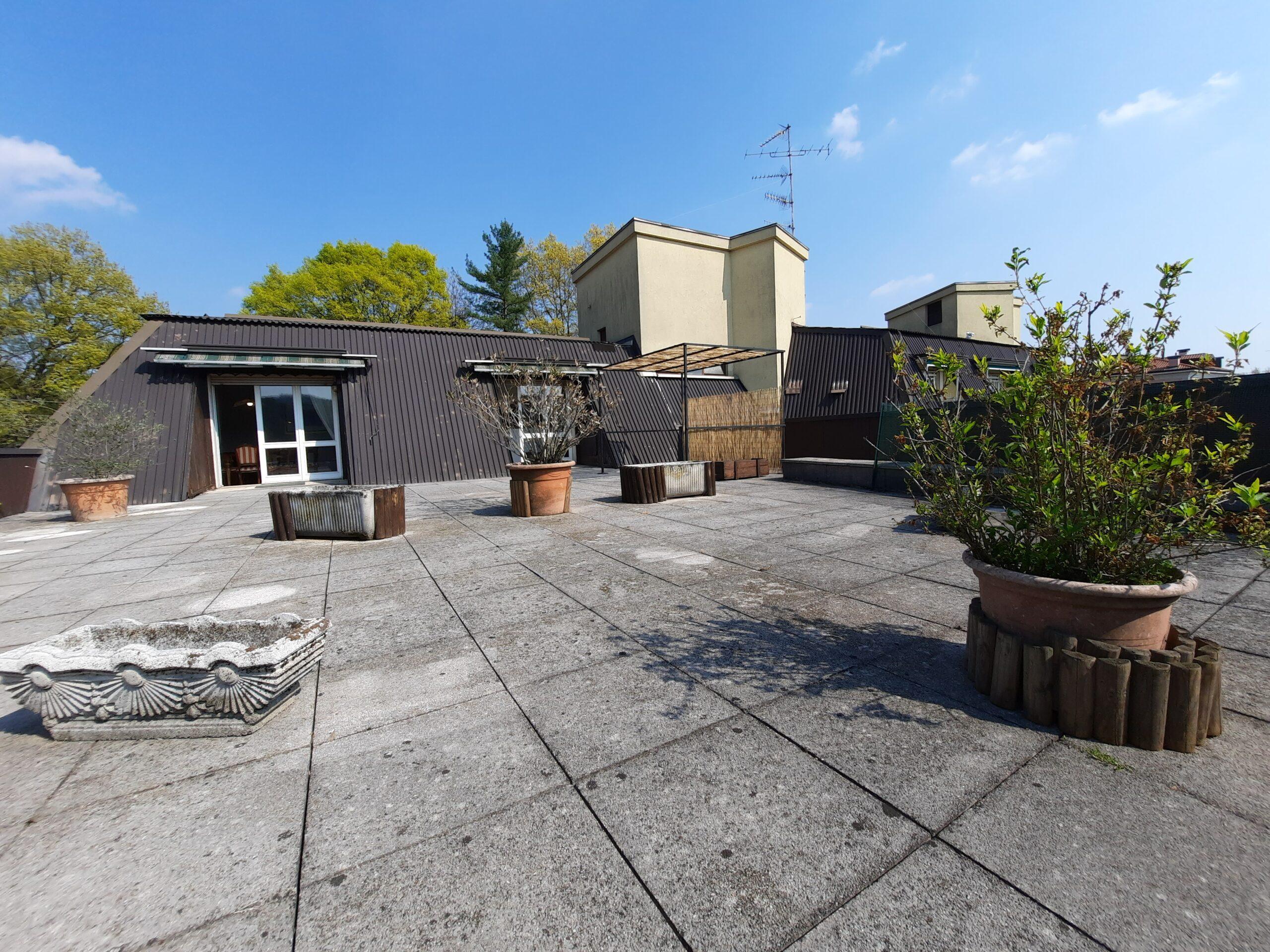 Attico con grandissimo terrazzo in vendita a Castronno