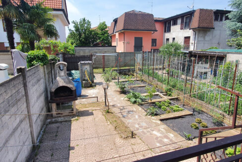 Villa a schiera con giardino in vendita a Dairago. Proponiamo in vendita questa interessante villetta a schiera, centrale con giardino retrostante