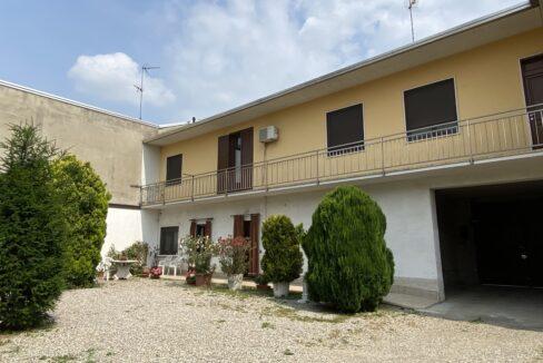 Villa con grande giardino in vendita a Vanzaghello
