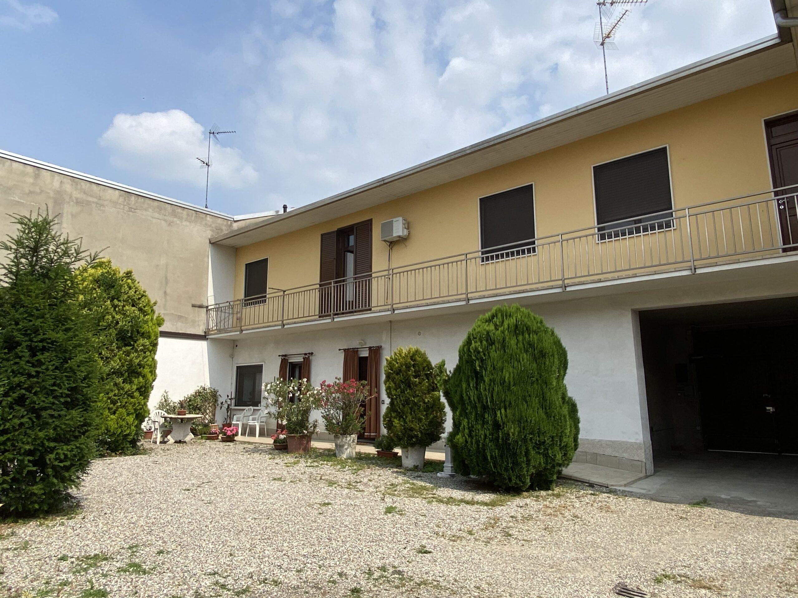 Terratetto con area esterna e giardino, Vanzaghello.