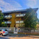 Appartamento trilocale in vendita a Cerro Maggiore. L'appartamento trilocale di circa 100 mq, presenta i segni del tempo e necessita