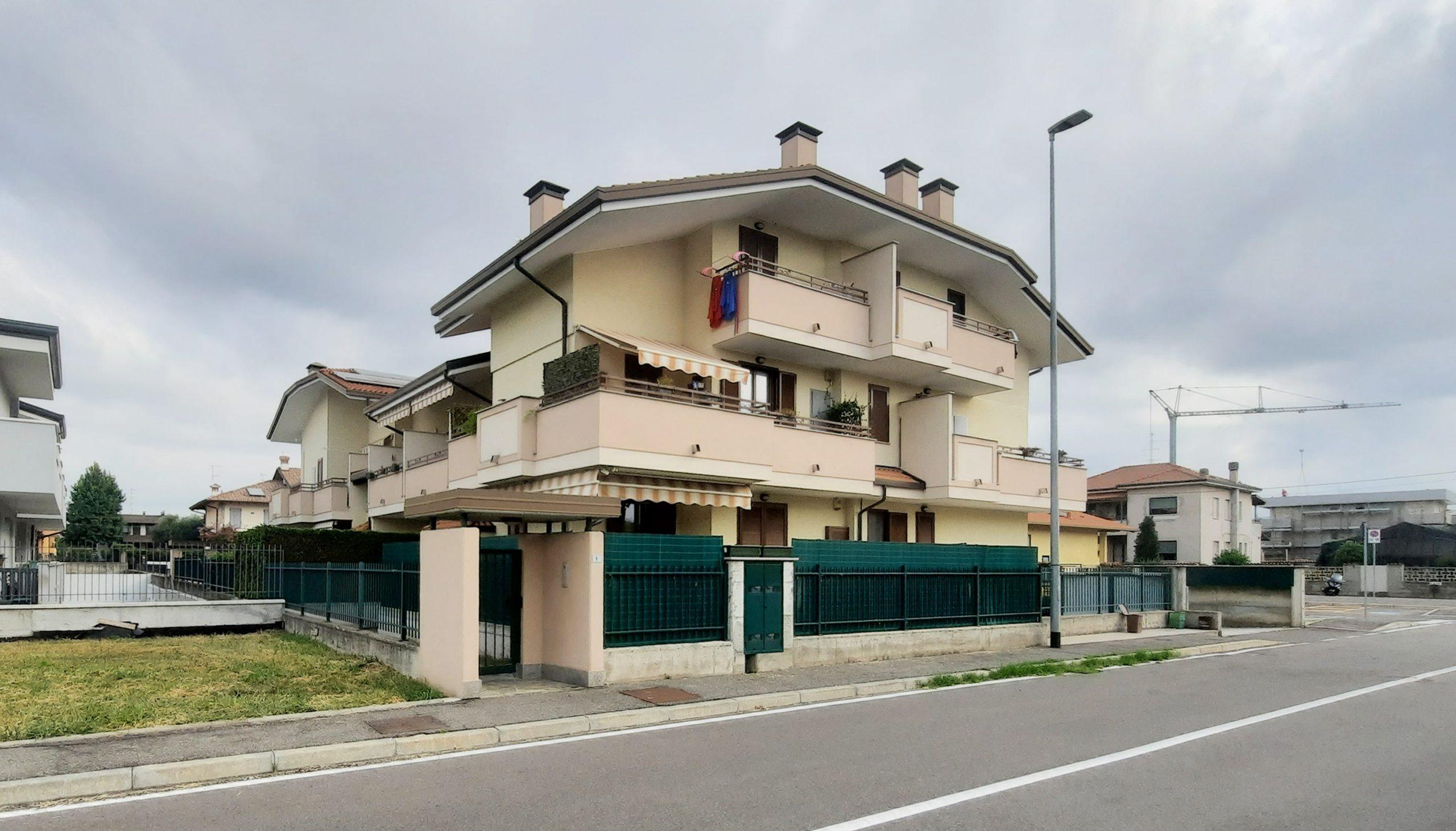 Appartamento trilocale su due livelli in vendita a Magnago