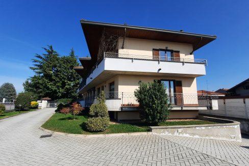 Appartamento trilocale con terrazzino, in vendita a Vanzaghello